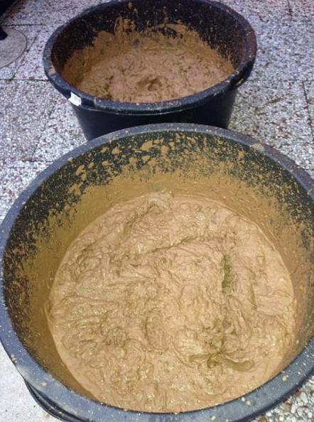 разведение глины для обмазывания тандыра