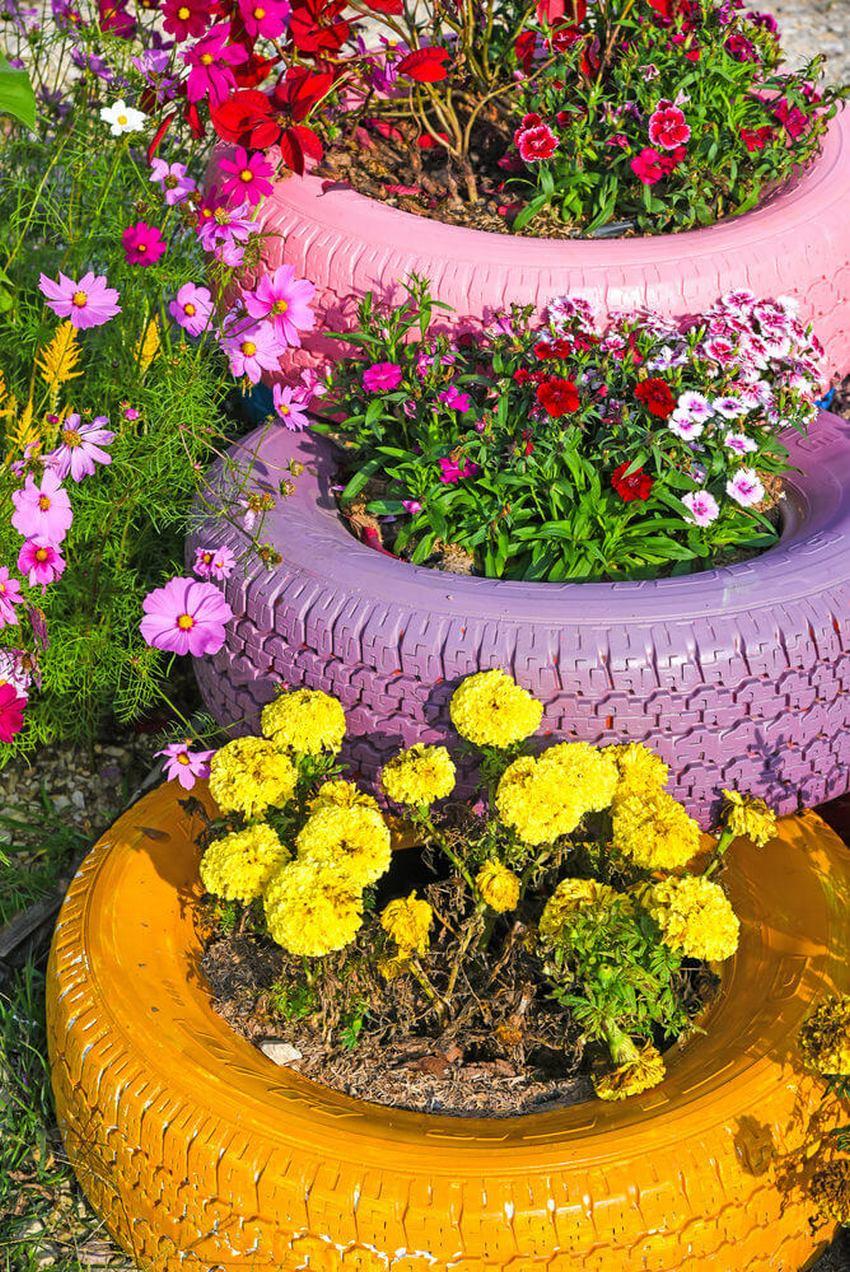 клумба из покрышек декор садового участка своими руками