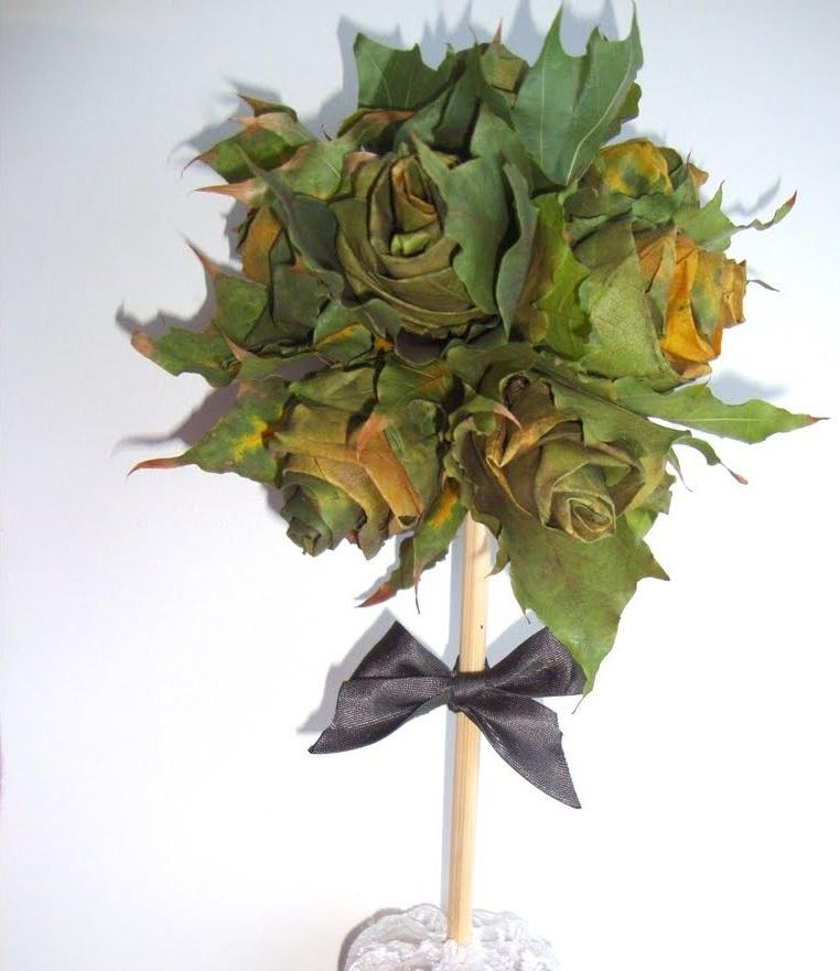 топиарий из листьев клена