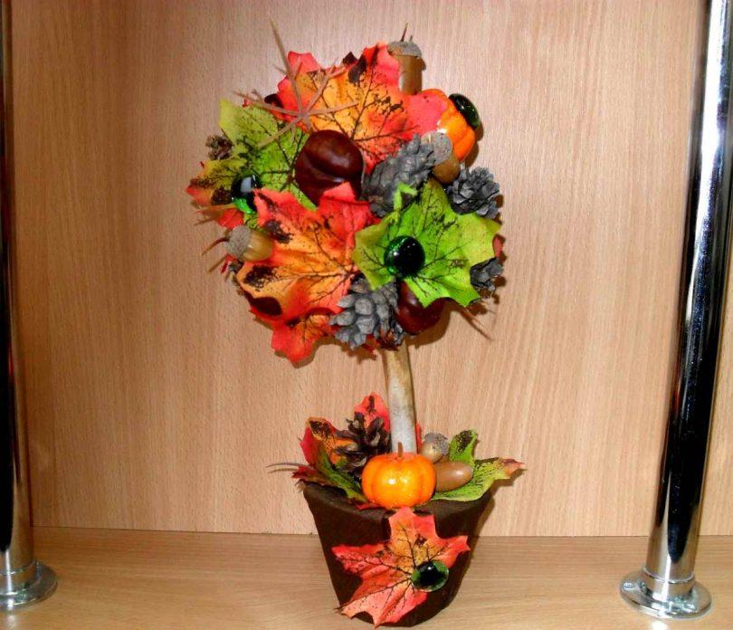 Осенний топиарий в украшенном горшке
