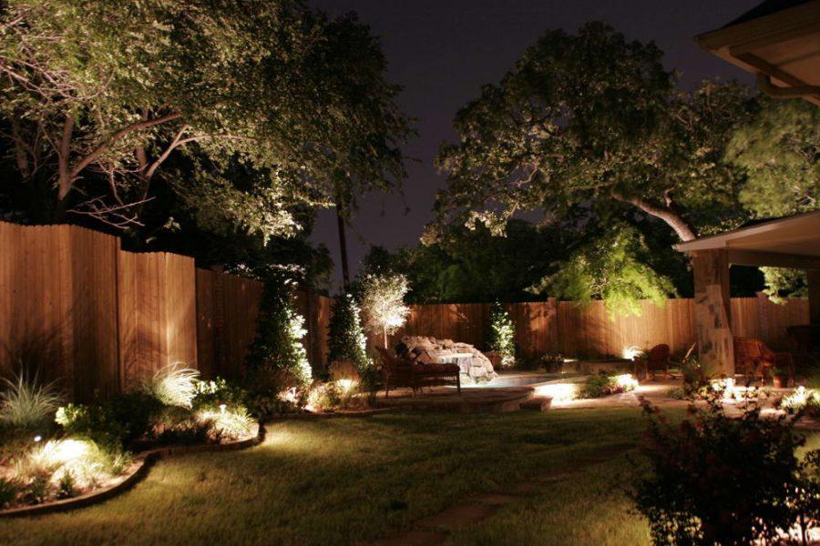 Ландшафтное освещение сада и городской территории