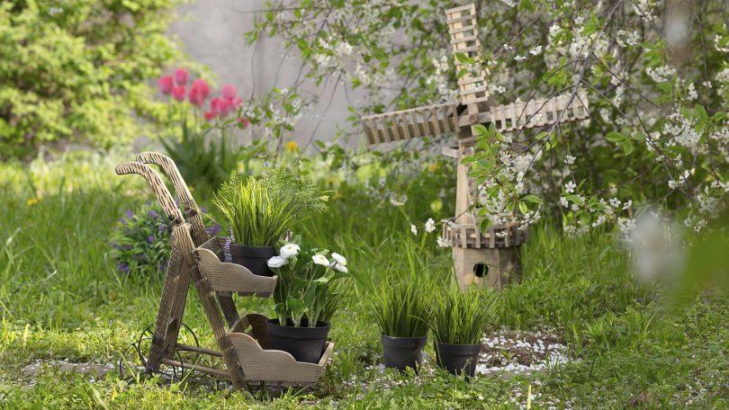 садовые фигуры перед домом