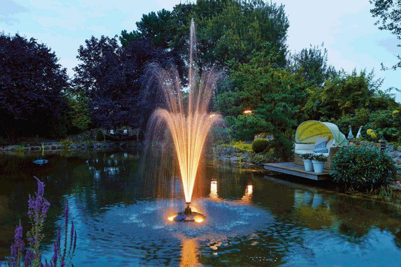 фонтан с подсветкой для пруда