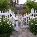Забор для палисадника: какие использовать материалы