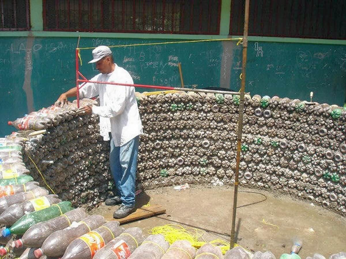 Бассейн из пластиковых бутылок