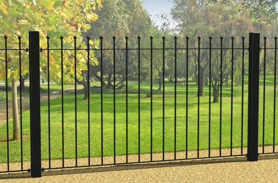 Современный забор из прутьев