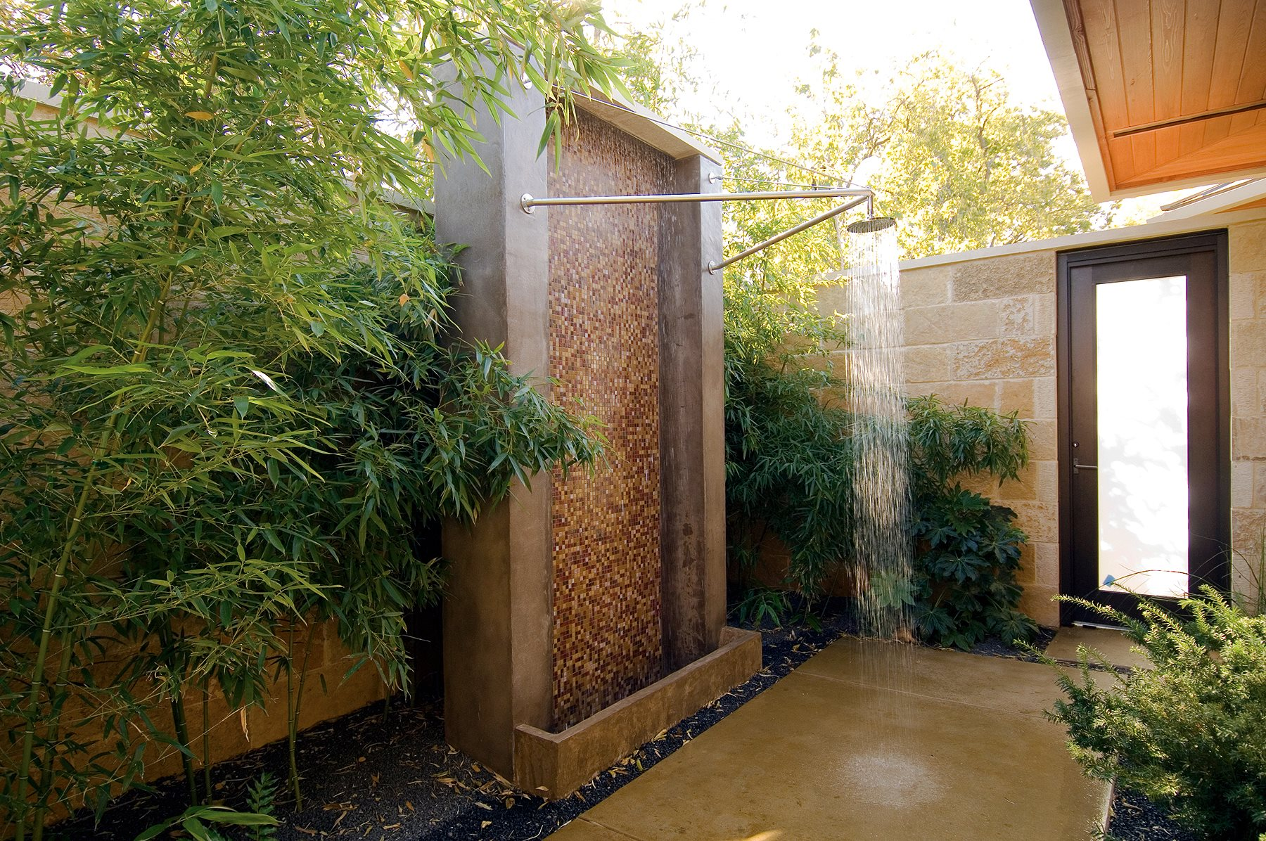 Как оформить душ на даче своими руками 41