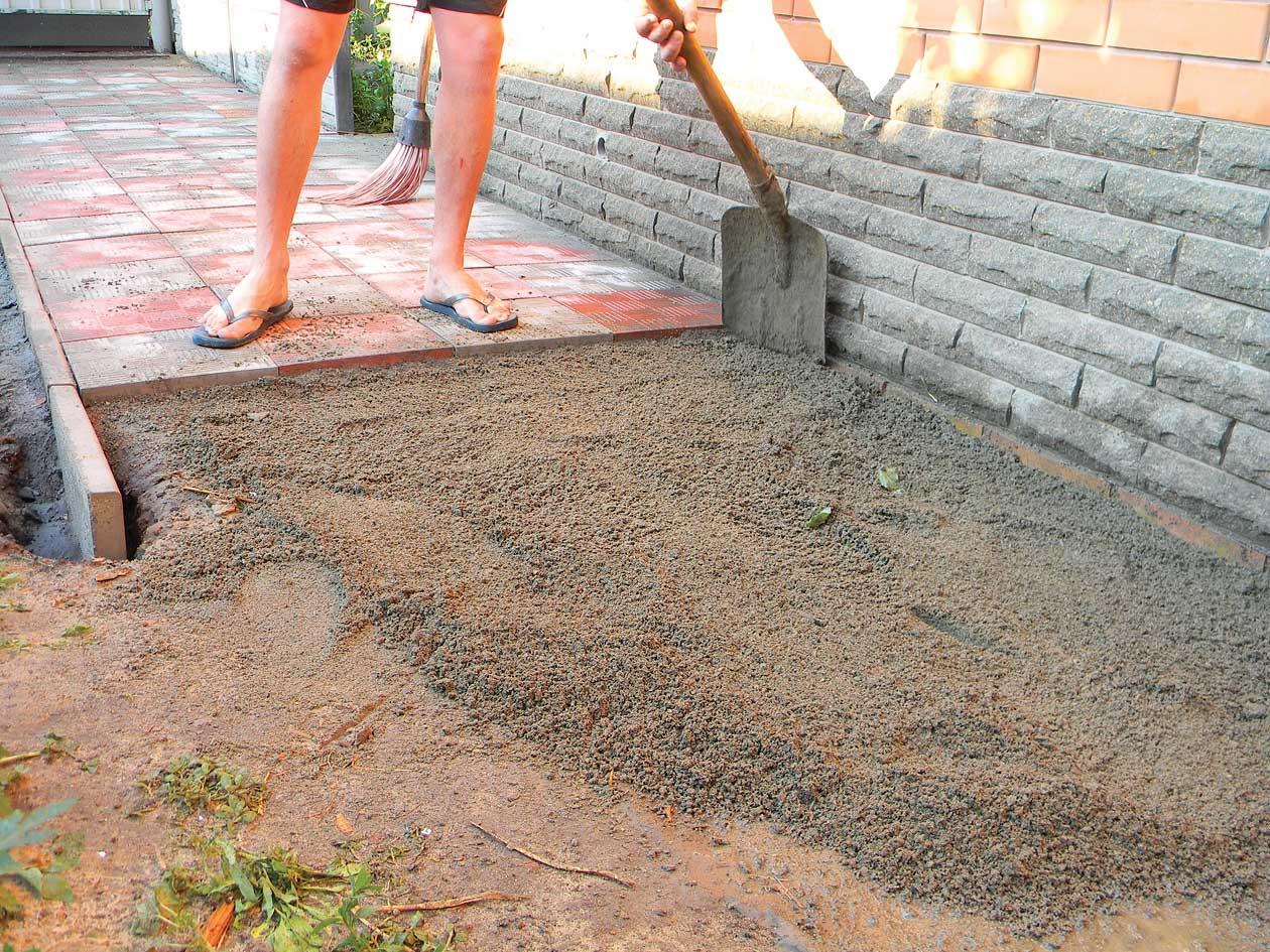 Укладка тротуарной плитки на дорожку своими руками