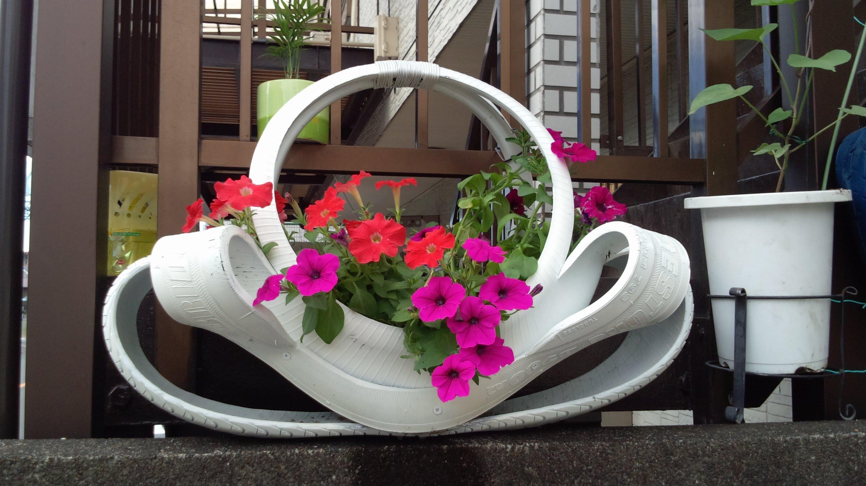 Фото клумбы из шин цветок
