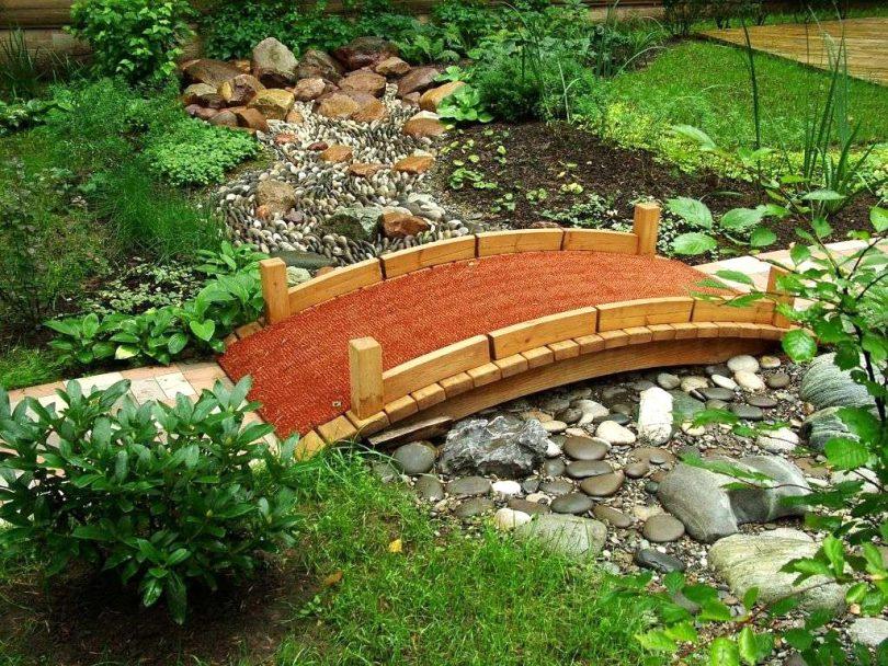 Декоративный мостик для клумбы своими руками 87